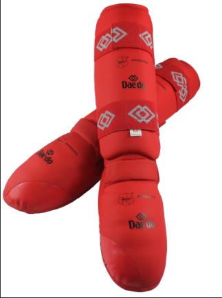 KPRO 2012 Защита голени и стопы для карате WKF красная/синяя DAEDO